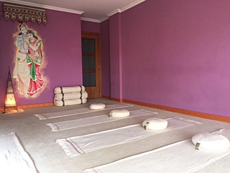 yoga studio girona, yoga studio, yoga girona, classes de yoga girona, raja yoga, hatha yoga ,